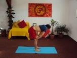 UDDIYANA BANDHA - Retracția abdominală - Poziţia de plecare
