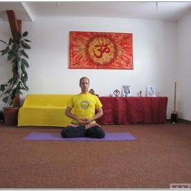 PADMASANA - Postura Lotusului - cu execuția lui Dhyana Mudra