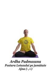 Ardha Padmasana - Postura Lotusului pe jumatate